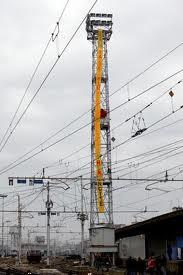 Stazione Centrale, lavoratori in cima alla torre!