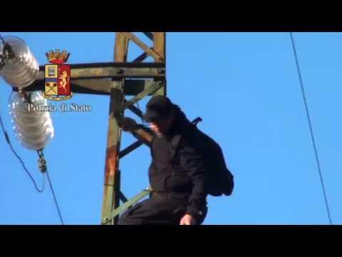 No Tav: Luca sul traliccio, la caduta e i primi soccorsi: due video.