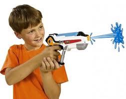 La pistola, il vigile di quartiere…e la pistola giocattolo