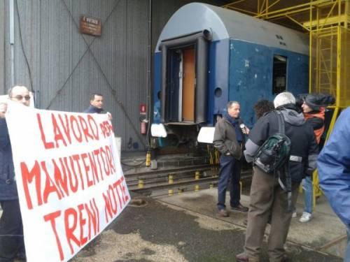 Gli addetti alla manutenzione dei treni notte occupano la fabbrica in via Partini, Roma