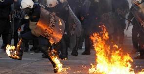 La grecia brucia. E' solo l'inizio. Video: Scontri davanti al parlamento ad Atene