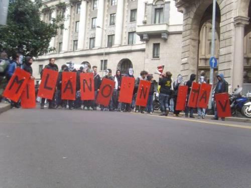 Studenti Mila NoTav, corteo 9 marzo 2012:Video del Blitz al frecciaclub