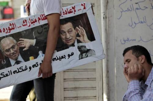 Ergastolo a Mubarak, ma l'Egitto è senza pace