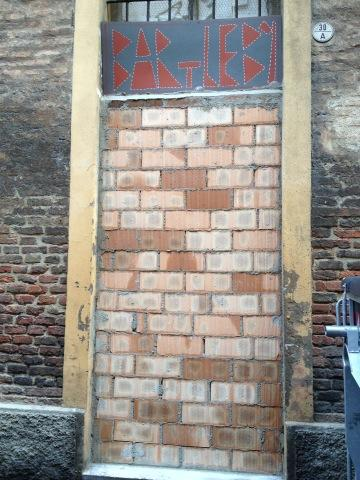 "Quel muro tra ""noi"" e ""loro"". Breve storia di Bartleby, Bologna."