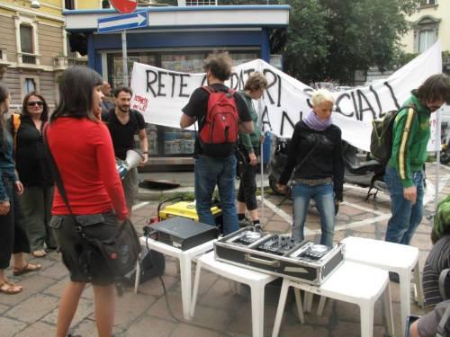 Milano, tagli al sociale: la mobilitazione degli operatori