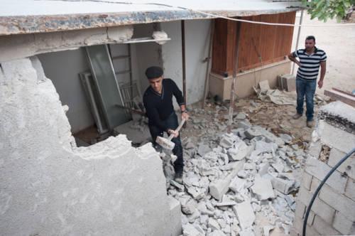 West Bank: I palestinesi costretti a demolirsi casa