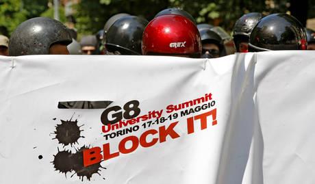 G8: UNIVERSITA'; TORINO,STUDENTI TENTANO SFONDAMENTO,CARICHE