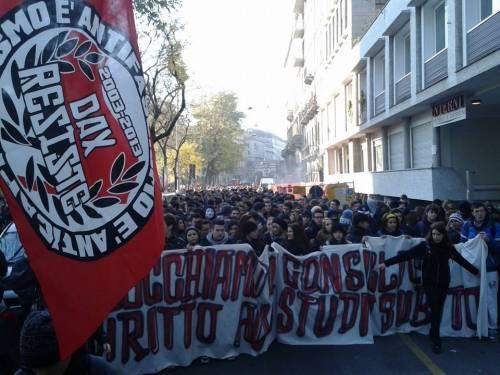 Nè Maroni né forconi: gli studenti bloccano il Consiglio Regionale!