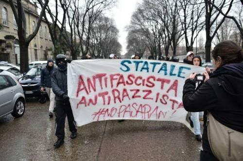 Gli studenti antifascisti assediano il convegno neonazista