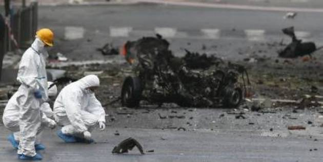 [Dalla rete] Bombe e bond tornano ad Atene