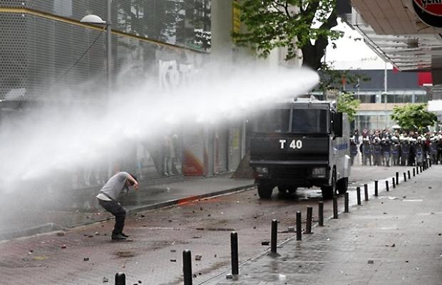 Istanbul, un Primo Maggio di ordinaria repressione (video)