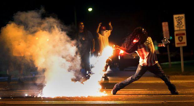 [DallaRete] Missouri, la polizia spara ancora: dilaga la protesta a Ferguson