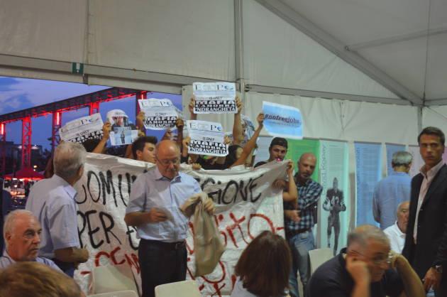 "Blitz alla festa ""democratica"" – NO EXPO, NO PD"