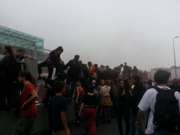 [News] Scavalcato il Provveditorato! – Invasione di massa degli studenti