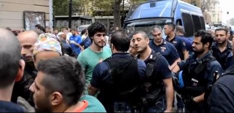 """[DallaRete] Genova, spalatori invitano la Polizia a """"sporcarsi la divisa"""". E arriva la Celere"""