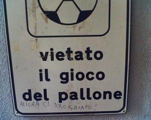 vietato-il-gioco-del-pallone