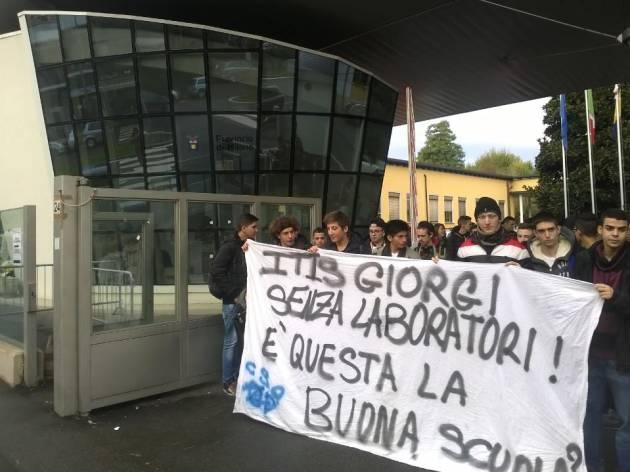 Blitz degli studenti dell'ITIS Giorgi all'Ufficio Scolastico Provinciale di Milano