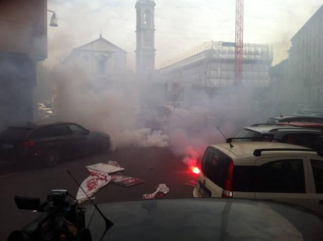 Cariche e lacrimogeni a Milano!
