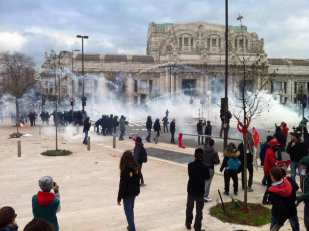 Sciopero sociale: la Polizia carica il corteo degli studenti!