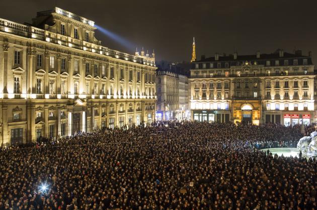 [DallaRete] Oltre Charlie, c'è una Francia disintegrata