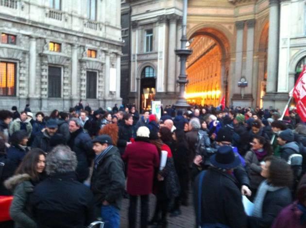 Presidio antifascista in Piazza della Scala