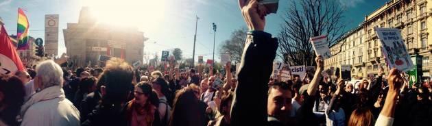"""In piazza contro Forza Nuova e la sua """"lista nera"""" di libri da proibire"""