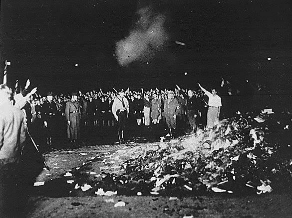 [DallaRete] I libri non si bruciano, basta con le manifestazioni naziste a Milano