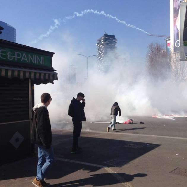 [News] Milano – Lacrimogeni contro gli studenti in Regione (1 fermo)
