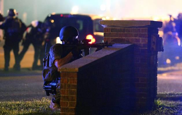 [DallaRete] Ferguson: spari contro agenti. Strategia della tensione in salsa Usa?