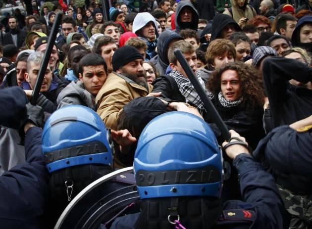 [DallaRete] Brescia: 13 condanne per le cariche in stazione FS del 14N 2012