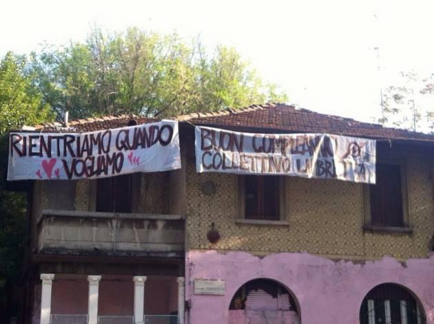 3 anni di Lambretta! Striscioni sulle villette abbandonate di Piazza Ferravilla