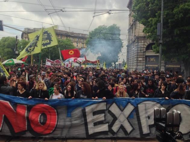 Studenti contro Expo – 2000 studenti in piazza per dire NO al grande evento