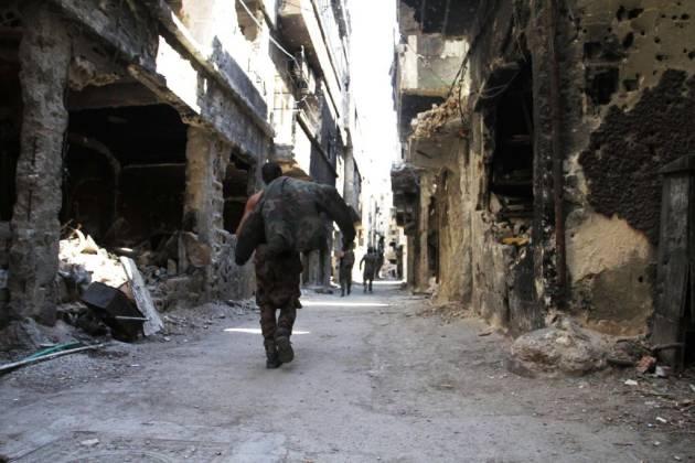 [DallaRete] Tra le rovine di Yarmouk, Hamas combatte l'Isis