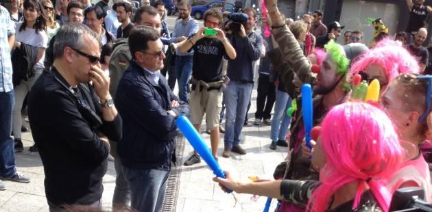 No Expo giorno 4: biciclettata, tavolata, clown army