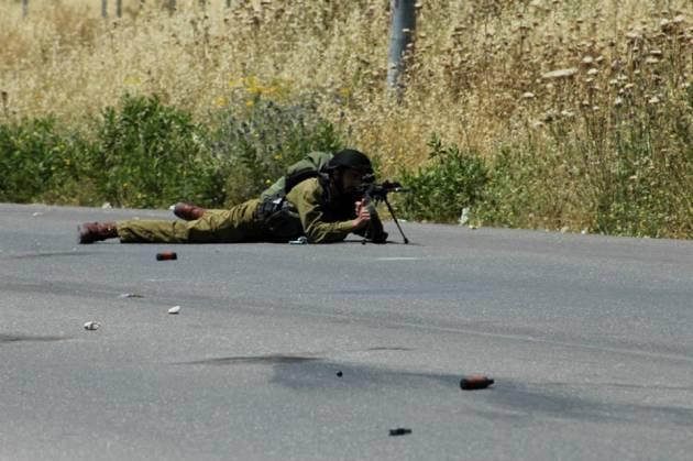 Provincia di Ramallah, attivista italiana ferita dai cecchini israeliani durante una manifestazione per i 67 anni della Nakba