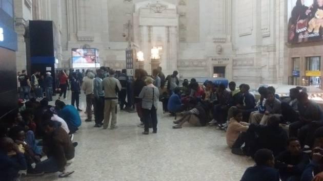 Milano: 200 profughi in stazione centrale. Il comune garantisce accoglienza, ma non trasporto.