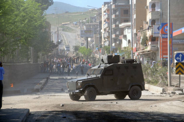 [DallaRete] La polizia turca attacca a Diyarbakir e uccide