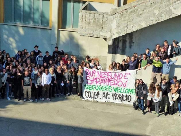 A Milano nelle scuole non c'è spazio per razzismi e fascismi. Refugees Welcome! Qui nessuno è straniero