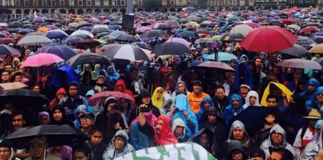 [DallaRete] Ayotzinapa somos todos: una marea invade le strade in Messico