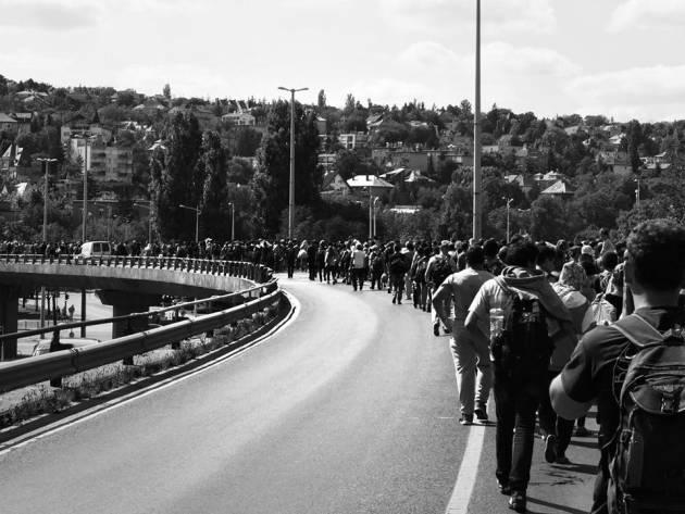 """[DallaRete] Non li ferma nessuno. La """"Freedom March"""" sull'autostrada Budapest-Vienna"""