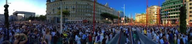 [DallaRete] Restano umani, in ventimila e più sfilano a Vienna