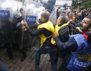14est2f0-turchia-protesta-bombe-6