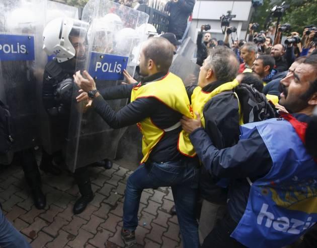 [DallaRete] Il Kurdistan turco sotto assedio