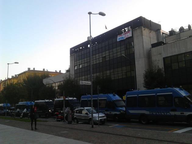 """[DallaRete] Bologna – """"Stanno tentando di sgomberare l'ex Telecom"""""""