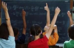 bambini-a-scuolaj-610x400