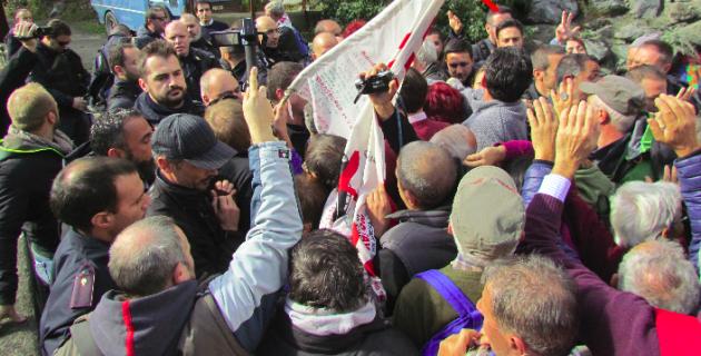[DallaRete] Botte e spintoni agli europarlamentari in visita al cantiere Tav di Chiomonte