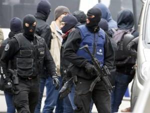 17desk1-riapertura-belgio-francia-attacco-parigi-forze-speciali-polizia-molenbeek-d4
