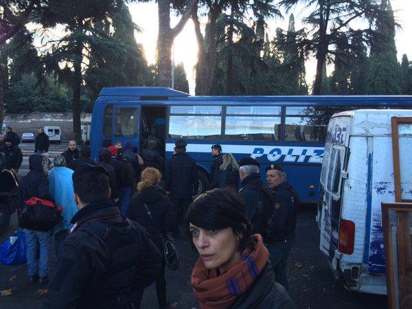 """[DallaRete] Roma: Polizia antisommossa fa irruzione al centro """"Baobab"""""""