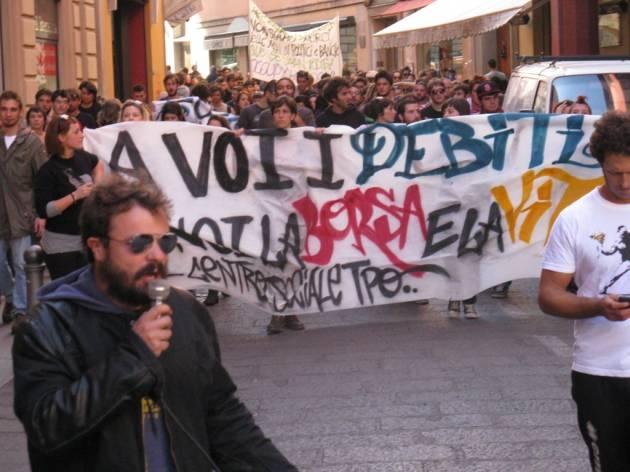 [DallaRete] Continuiamo a sorridere (sulla sentenza di primo grado per manifestazione davanti alla Banca d'Italia)