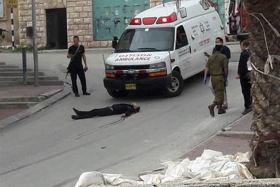 [DallaRete] Video – Soldato spara a palestinese a terra moribondo e inoffensivo